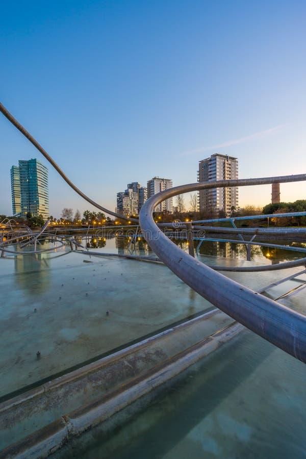 Parque con la charca en Barcelona fotos de archivo