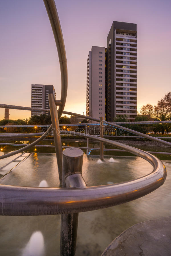 Parque con la charca en Barcelona imagen de archivo libre de regalías