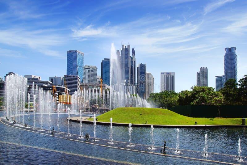 Parque con las fuentes. Kuala Lumpur imágenes de archivo libres de regalías
