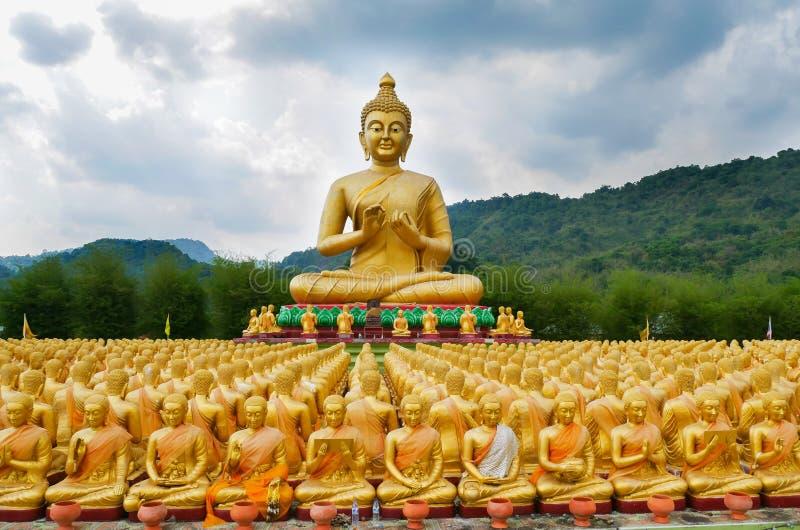 Parque conmemorativo de Buda Makabucha, Nakornnayok, Tailandia imagenes de archivo