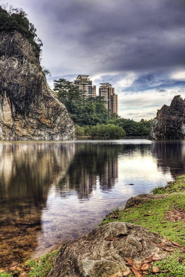 Parque da cidade de Bukit Batok (pouco Guilin) de Singapore fotos de stock