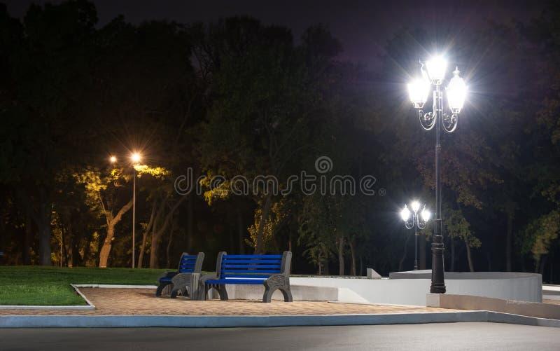 Parque da cidade na noite foto de stock royalty free