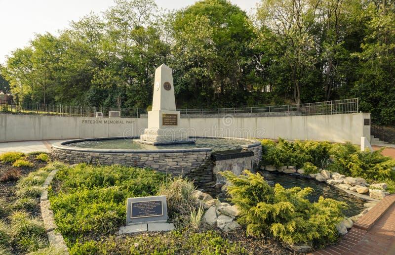 Parque da liberdade, Fayetteville Carolina norte 28 de março de 2012: Parque dedicado aos veteranos das forças armadas do Condado fotografia de stock
