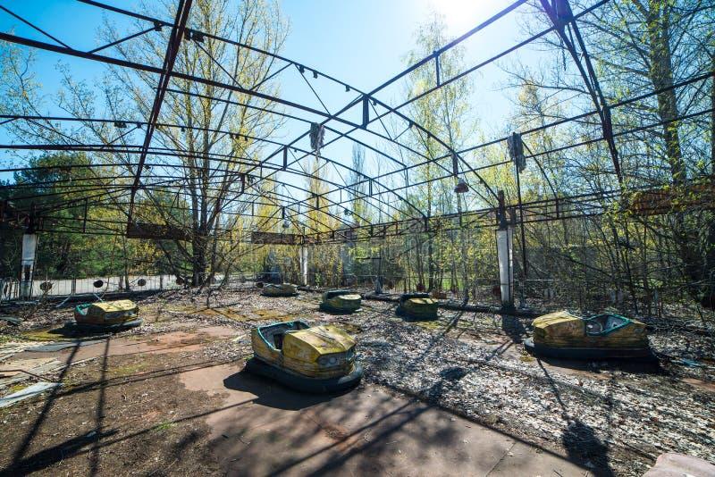 Parque de atracciones abandonado en Pripyat, zona de la enajenaci?n de Chern?bil fotos de archivo