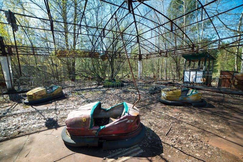 Parque de atracciones abandonado en Pripyat, zona de la enajenaci?n de Chern?bil imagen de archivo