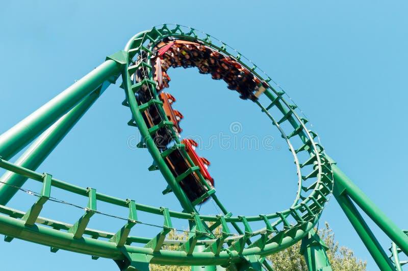 Parque de atracciones del paseo de la diversión del roller coaster del lazo imagen de archivo libre de regalías