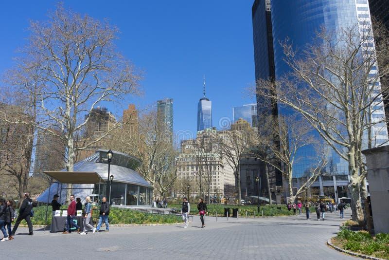 Parque de bateria e céu azul em New York City, NY foto de stock