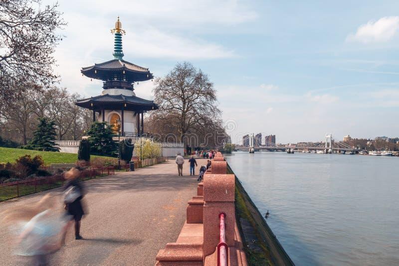 Parque de Battersea en Chelsea, Támesis imagenes de archivo
