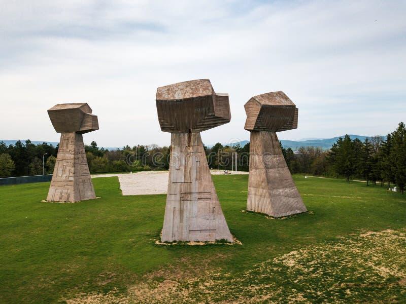 Parque de Bubanj no monumento em Nis, opinião aérea da Sérvia foto de stock