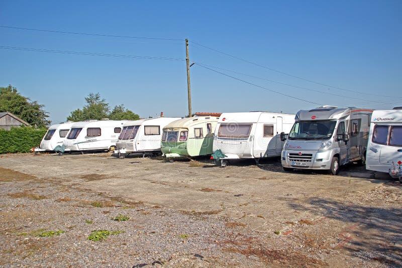 Parque de caravanas del almacenamiento de la caravana fotografía de archivo libre de regalías