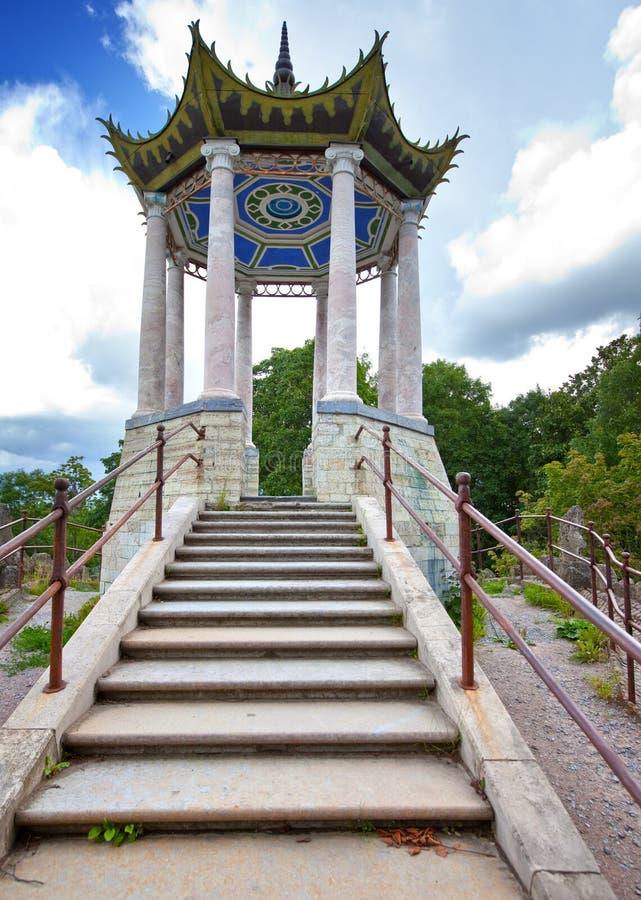 Parque de Catherine Pushkin (Tsarskoye Selo) petersburg Pabellón en el estilo chino imagenes de archivo