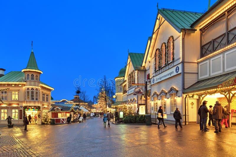 Parque de diversões de Liseberg com a decoração do Natal em Gothenburg fotos de stock