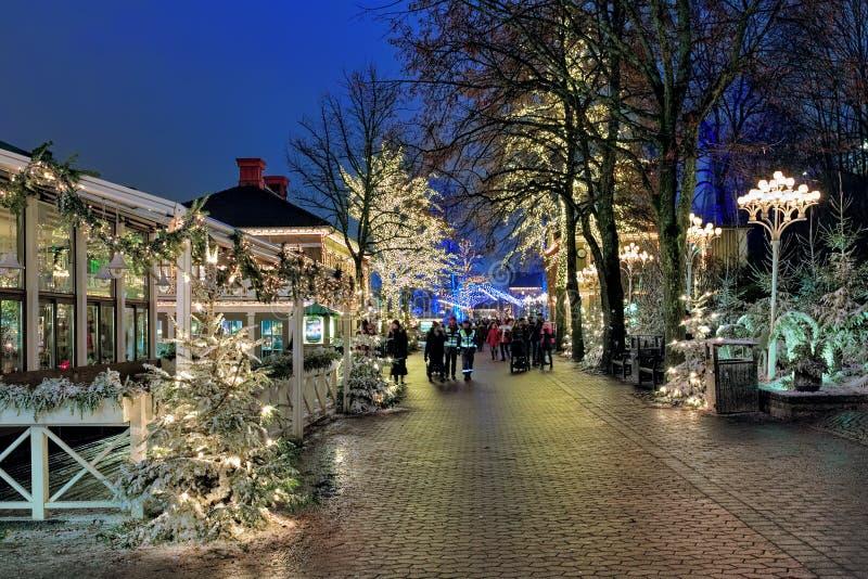 Parque de diversões de Liseberg com a decoração do Natal em Gothenburg, Suécia fotografia de stock