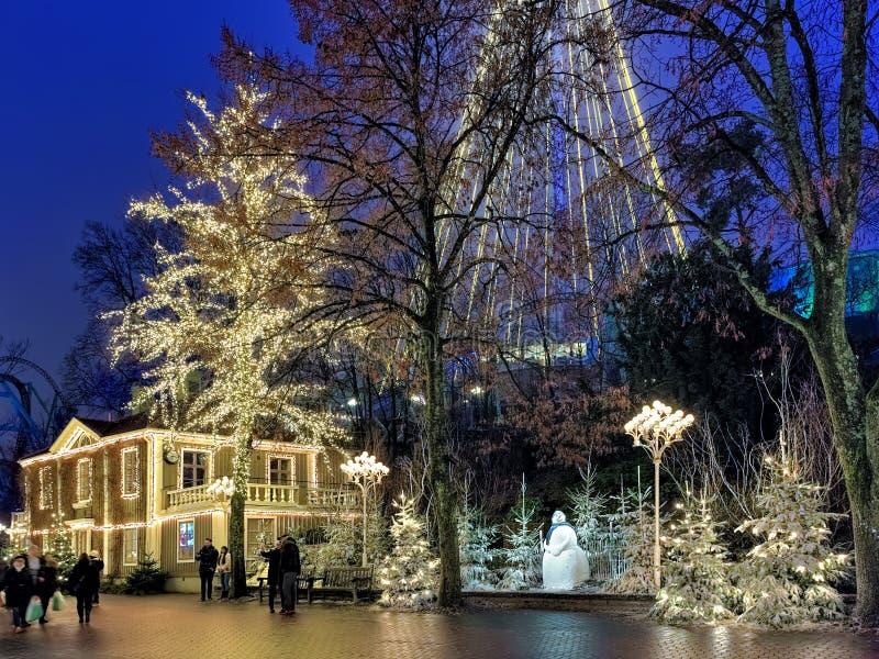 Parque de diversões de Liseberg com a decoração do Natal em Gothenburg, Suécia imagem de stock