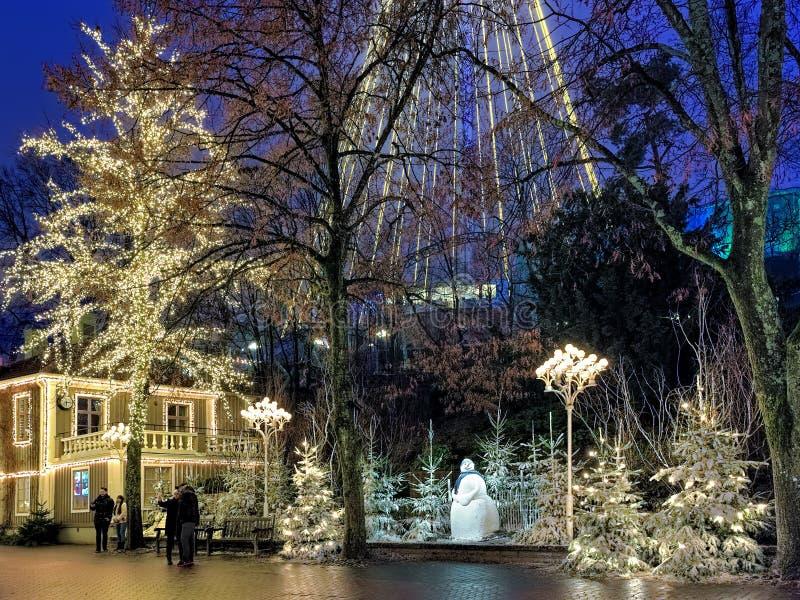Parque de diversões de Liseberg com a decoração do Natal em Gothenburg, Suécia imagem de stock royalty free