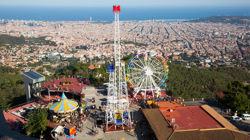Parque de divers es de tibidabo barcelona foto de stock for Parques de barcelona