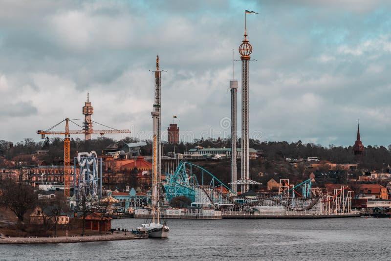 Parque de diversões Grona Lund que espera para abrir e trazer a apreciação a todos os visitantes fotos de stock