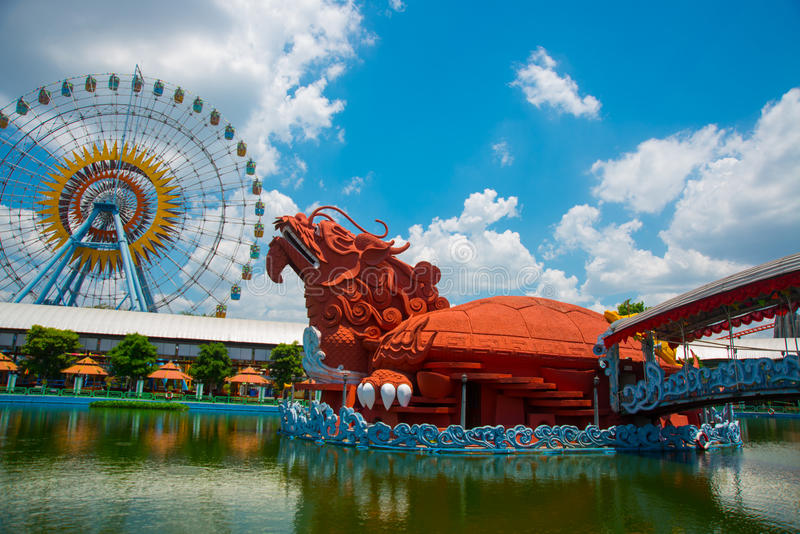 Parque de diversões na cidade de Ho Chi Minh Suoi Tien Ásia vietnam foto de stock royalty free