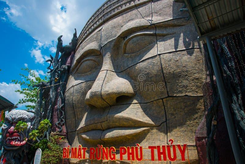 Parque de diversões na cidade de Ho Chi Minh Suoi Tien Ásia vietnam imagens de stock royalty free