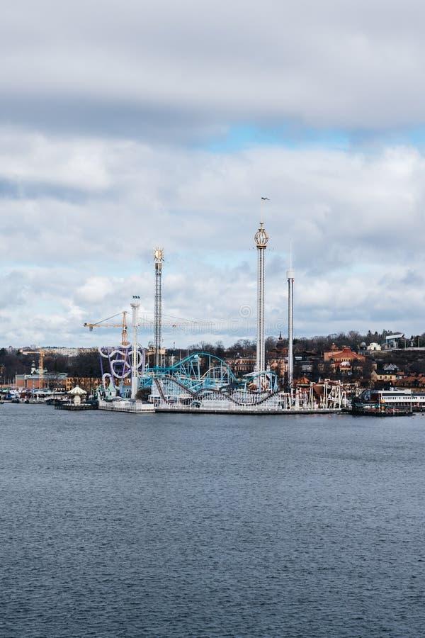 Parque de diversões popular Gröna Lund em um dia de mola antes dos começos da temporada de verão fotografia de stock royalty free