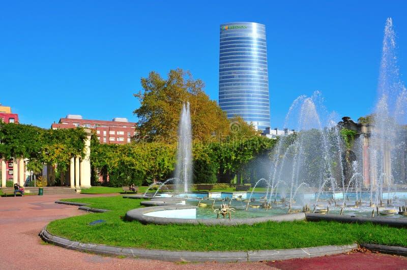 Parque de Dona Casilda de Iturriza e Iberdrola eleva-se em Bilbao imagens de stock royalty free