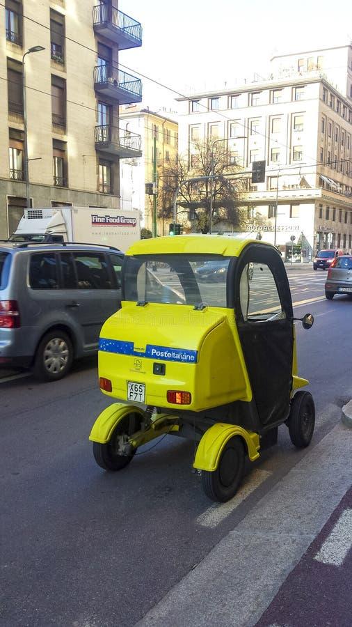 Parque de estacionamento bonde italiano do serviço postal imagens de stock