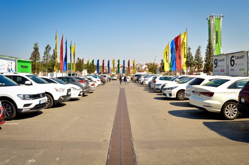 Parque de estacionamento da loja de Ä°kea situado em Umraniye, Ä°stanbul fotografia de stock royalty free