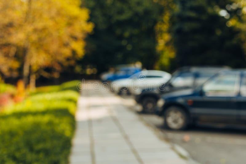 Parque de estacionamento exterior do carro do borr?o do sum?rio imagens de stock royalty free