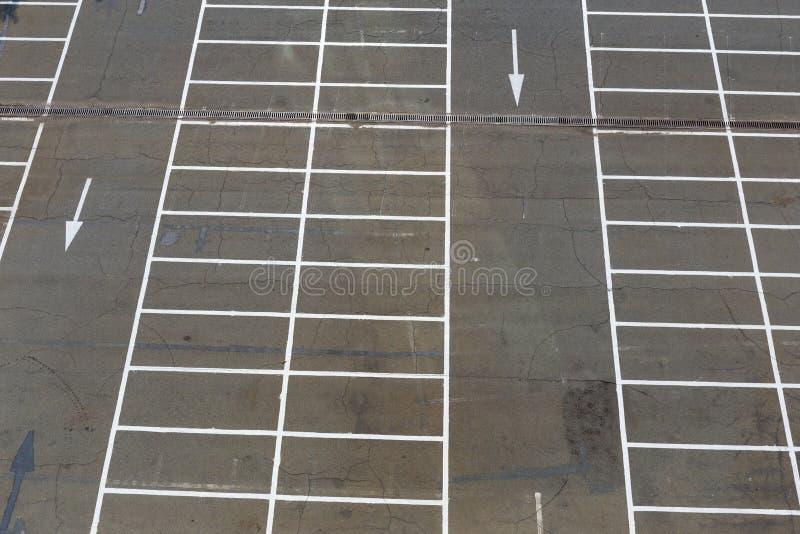 Parque de estacionamento exterior vazio foto de stock