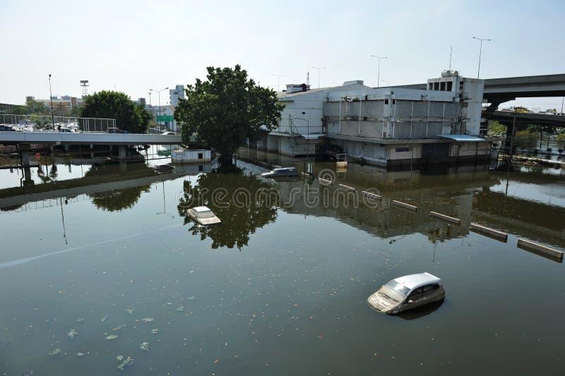 Parque de estacionamento inundado foto de stock