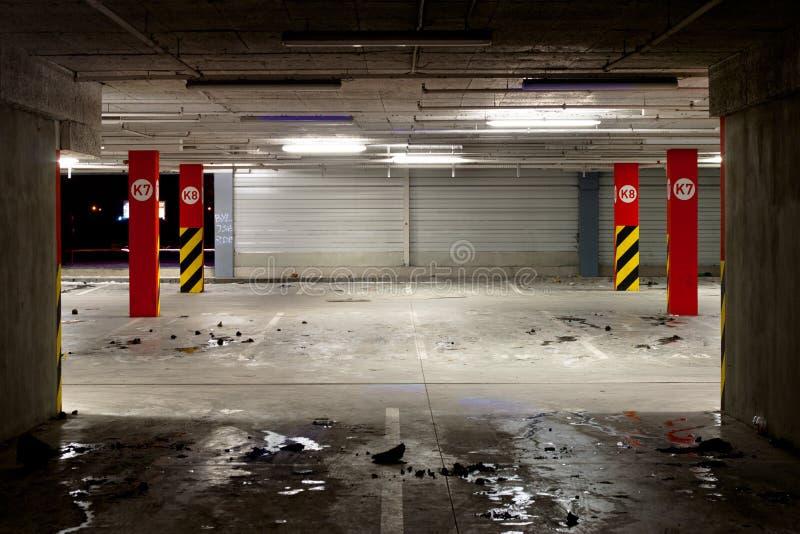 Parque de estacionamento subterrâneo fotos de stock
