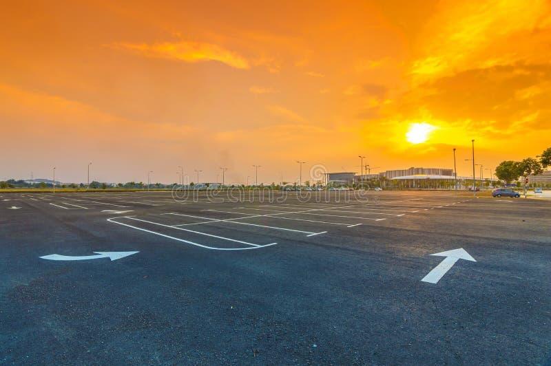 Parque de estacionamento vazio fotos de stock
