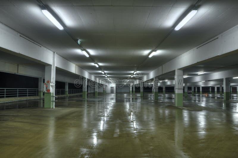 Parque de estacionamento vazio imagem de stock