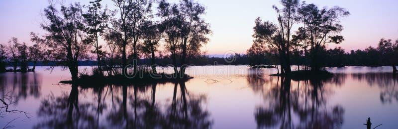 Parque de estado de Fausse Pointe do lago no por do sol fotografia de stock royalty free
