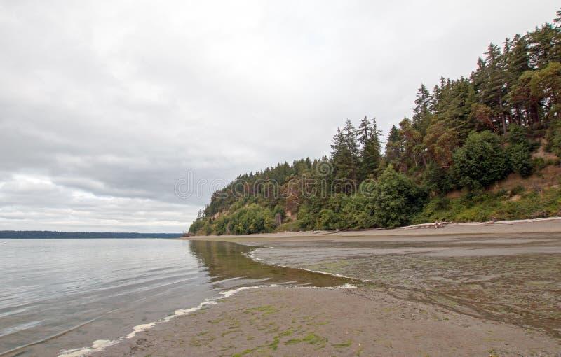 Parque de estado de la playa de Joemma durante la bajamar en Puget Sound cerca de Tacoma imagen de archivo libre de regalías