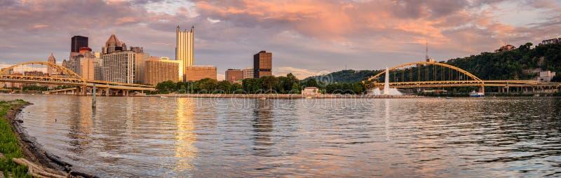 Parque de estado del horizonte y del punto de Pittsburgh foto de archivo
