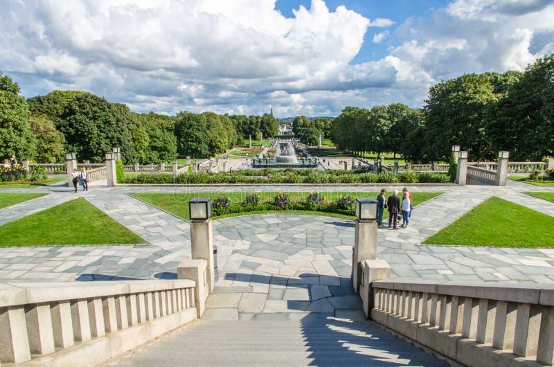 Parque de Frogner em um dia do ` s do verão em Oslo, Noruega fotografia de stock royalty free