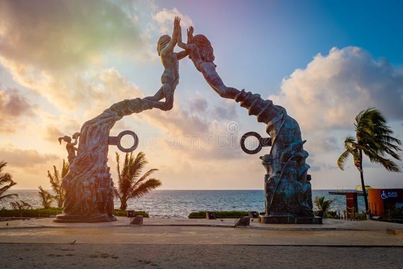 Parque de Fundadores en la salida del sol en Playa del Carmen, México foto de archivo