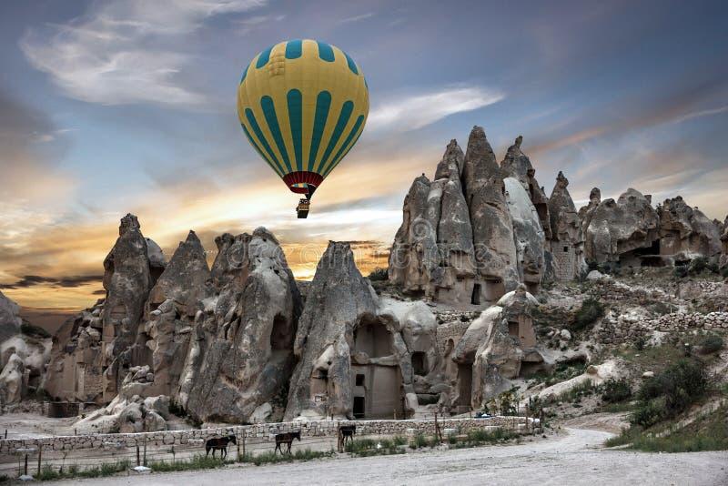 Parque de Goreme en Turquía Globo del aire caliente, museo del aire abierto, Cappado fotos de archivo libres de regalías