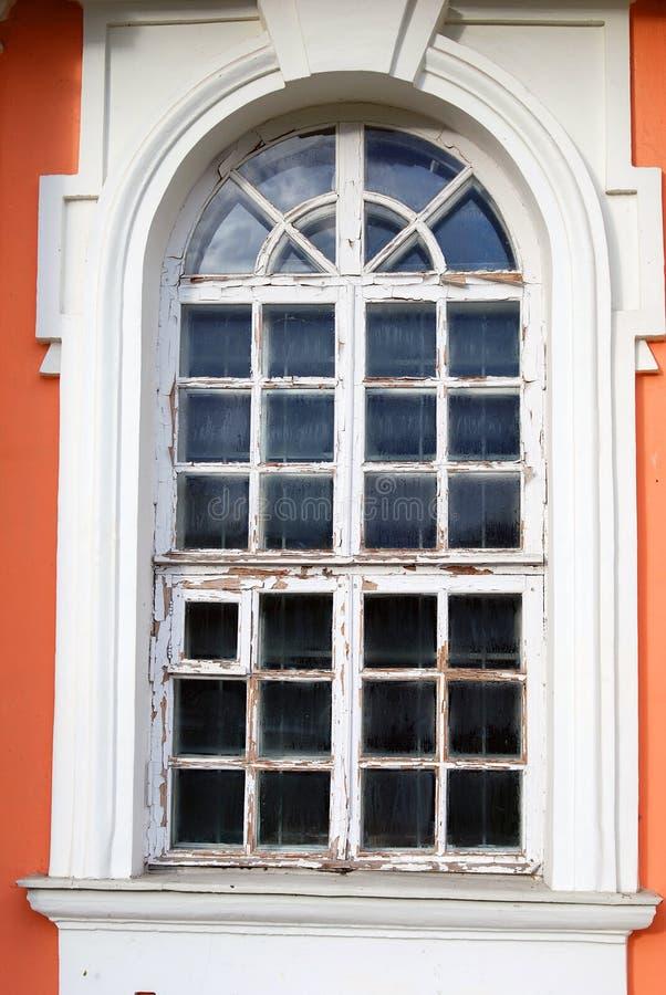 Parque de Kuskovo em Moscou Janela velha de um museu de madeira do palácio fotografia de stock
