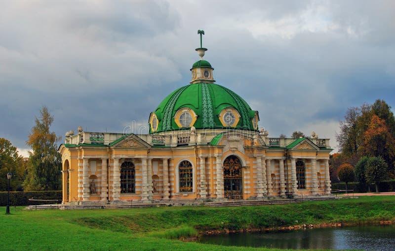 Parque de Kuskovo em Moscou orangery fotografia de stock
