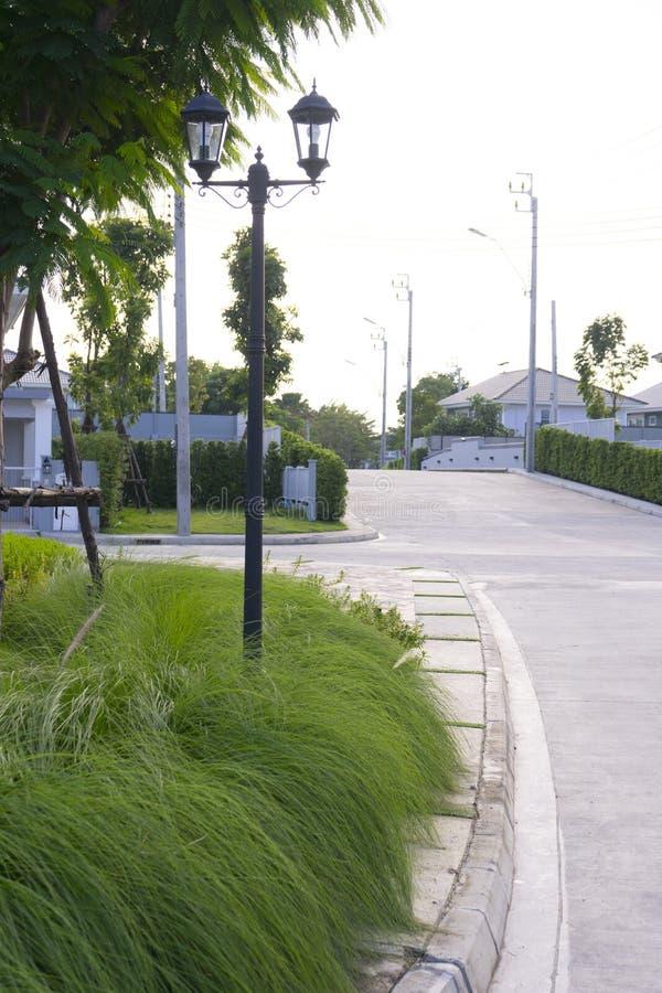 Parque de la ciudad con camino fotos de archivo