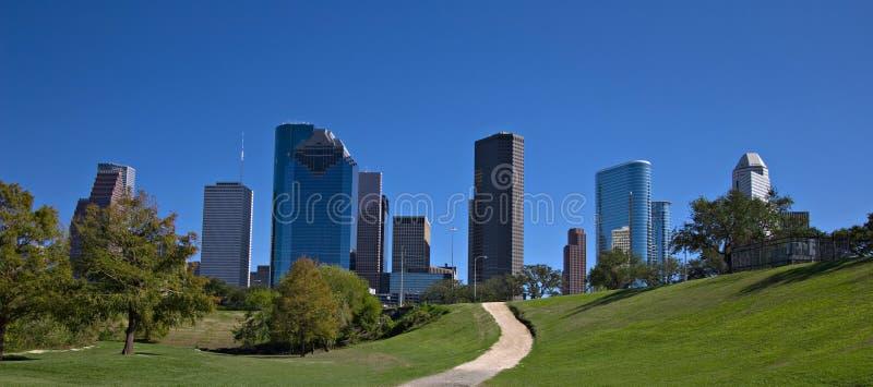Parque de la ciudad con horizonte céntrico imagenes de archivo