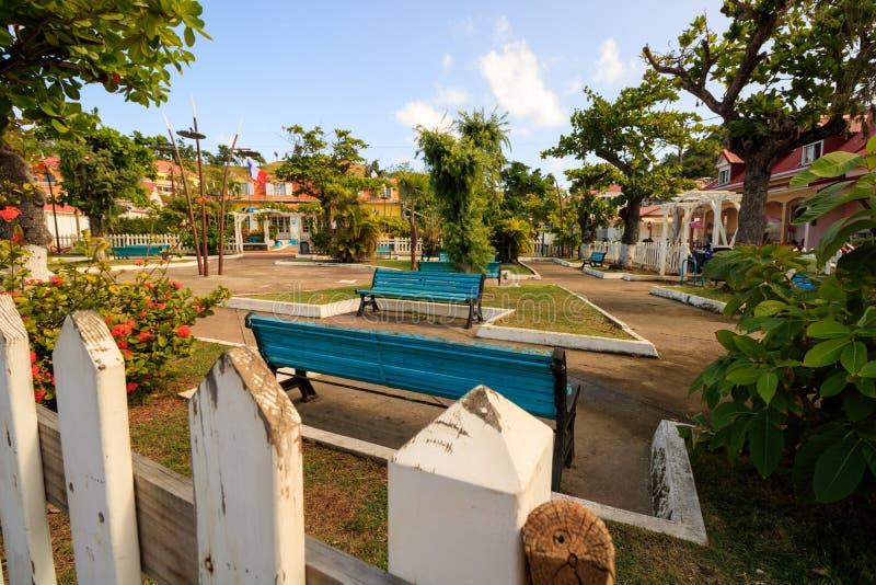 Parque de la ciudad en Guadalupe Island, del Caribe foto de archivo