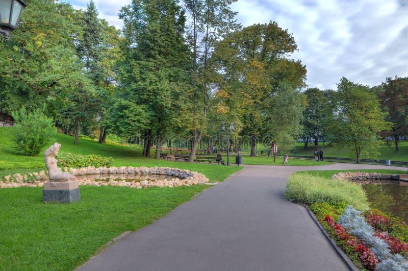 Parque de la ciudad en Riga, Latvia. foto de archivo libre de regalías