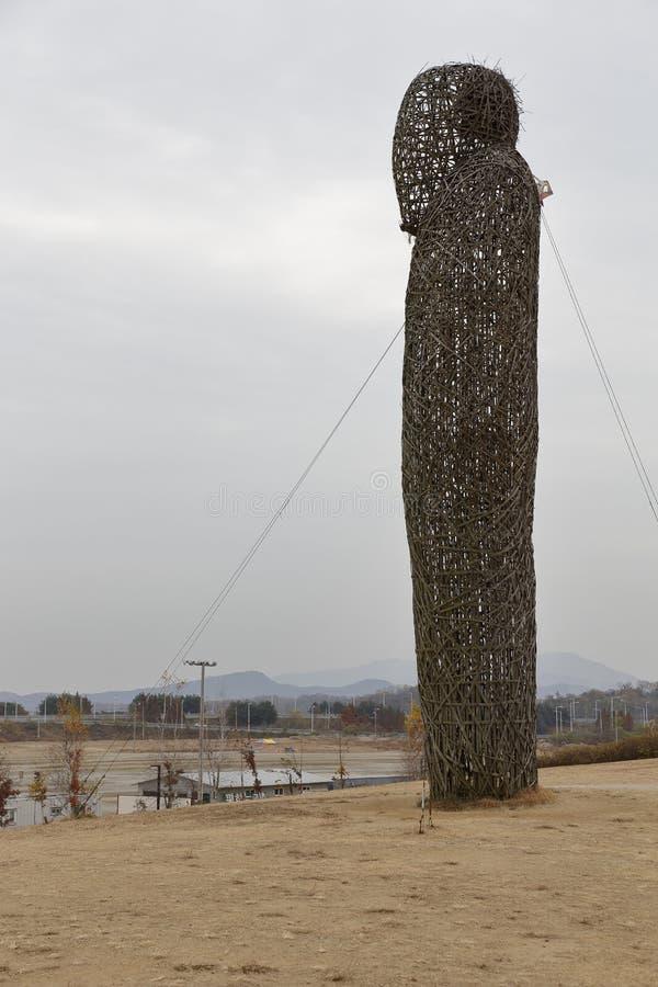 Parque de la paz de Imjingak, Sudogwon, Paju, Corea del Sur - arte al aire libre simboliza muertes y la tragedia de la Guerra de  imagenes de archivo