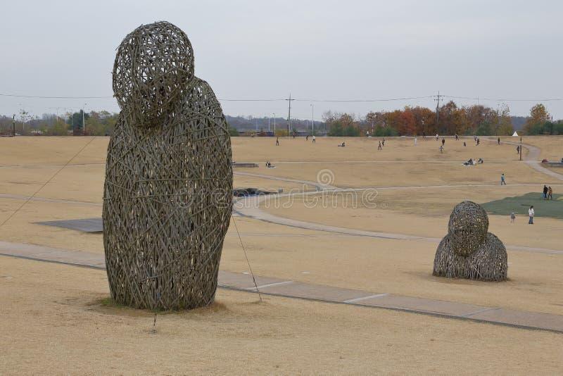 Parque de la paz de Imjingak, Sudogwon, Paju, Corea del Sur - arte al aire libre simboliza muertes y la tragedia de la Guerra de  foto de archivo