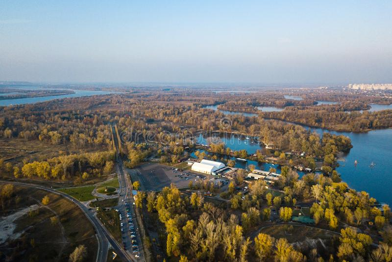 Parque de la reconstrucción en el distrito de Obolon en Kiyv foto de archivo libre de regalías