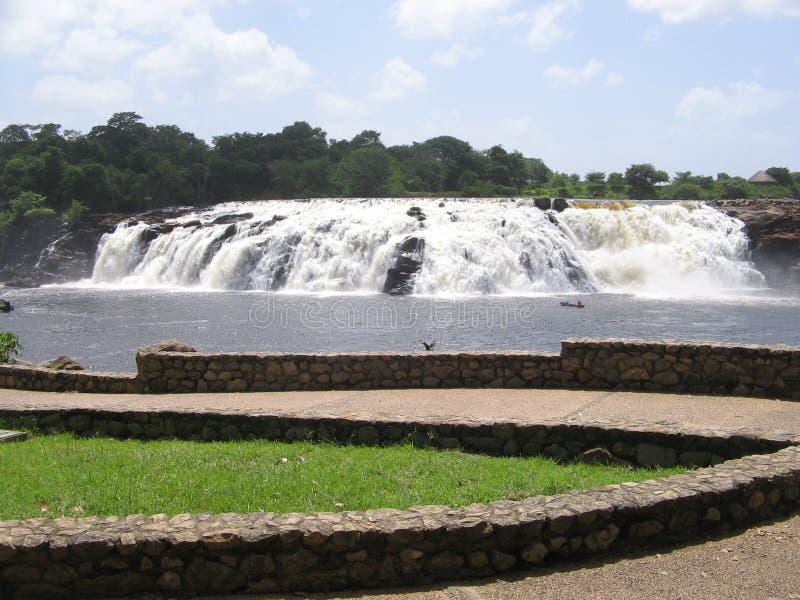 Parque de Llovizna del La, caída tropical del agua imagen de archivo