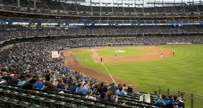 Parque de Miller, Milwaukee Brewers, Parte exterior do campo do basebol fotografia de stock